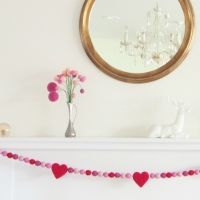 Felt Valentine's Day Garland : www.theMagicOnions.com/shop/