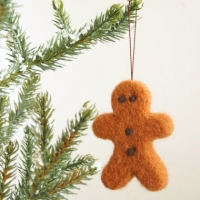 felted gingerbread man ornament : www.theMagicOnions.com/shop/