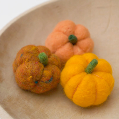 Needle Felted Pumpkin Tutorial : The Magic Onions : www.theMagicOnions.com