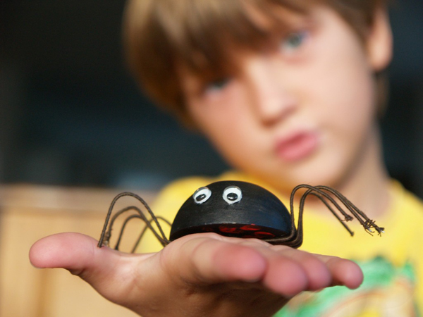 Make a Black Widow Spider for Halloween