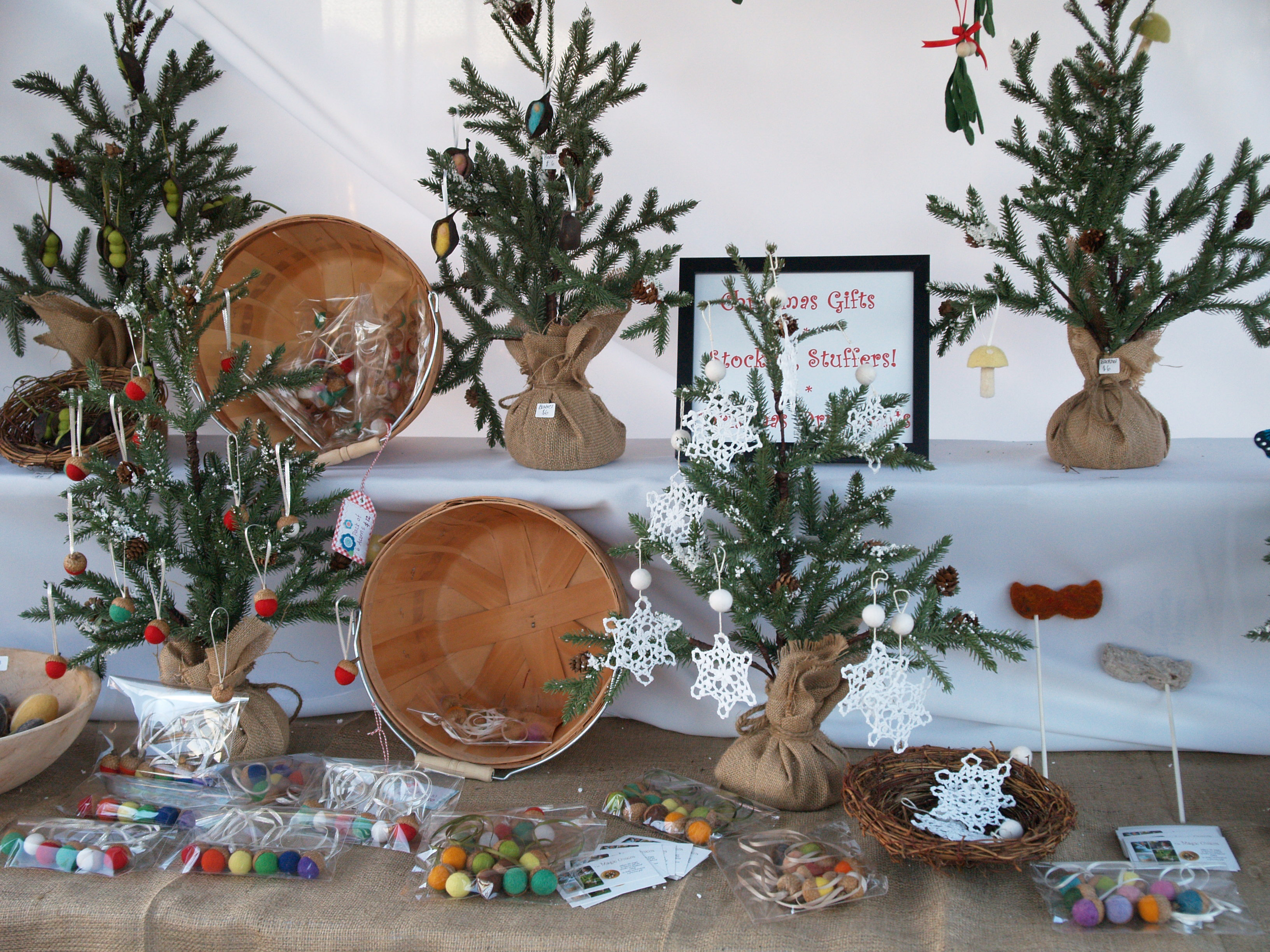 Christmas Booth Ideas 20 Tips For A Spectacular Craft Booth The Magic Onions