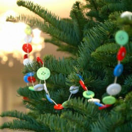 Make a Button Garland for your Christmas Tree