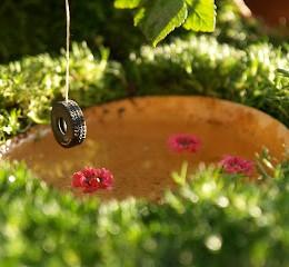 Make a Tire Swing :: Fairy Gardens :: 2013