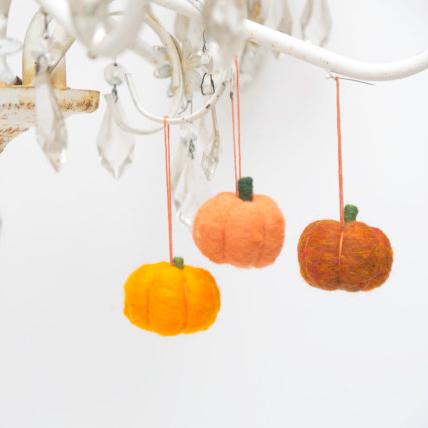 Felted Pumpkin Ornament Tutorial : The Magic Onions : www.theMagicOnions.com