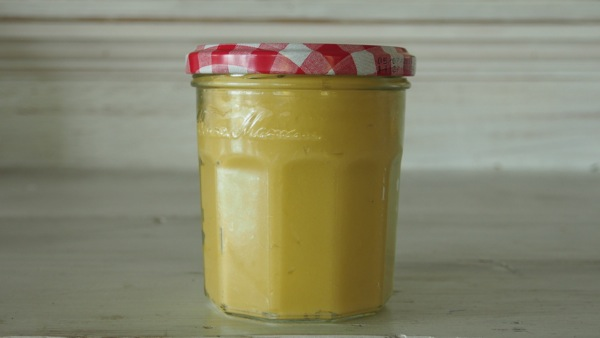 Natural Beeswax Wood Polish Recipe : www.theMagicOnions.com