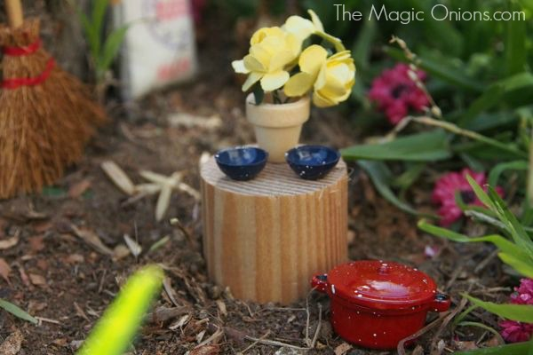 Fairy Garden in a tree stump : www.theMagicOnions.com