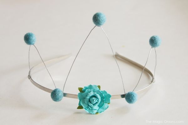 DIY Tutorial Wire and Felt Crown : The Magic Onions : www.theMagicOnions.com