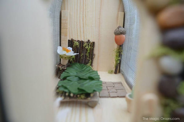 Moss and Acorn Fairy House : Fairy Garden Contest : www.theMagicOnions.com