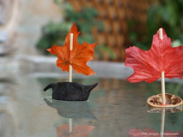 Tutorial : Make a Walnut Leaf Boat : www.theMagicOnions.com