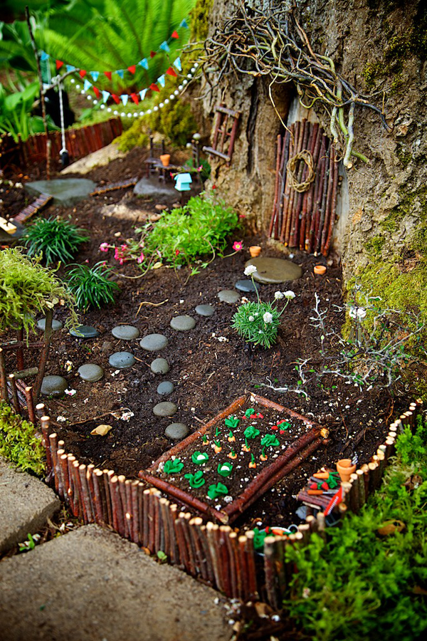Winner - Fairy Garden of the 2014 Fairy Garden Contest on The Magic Onions : www.theMagicOnions.com