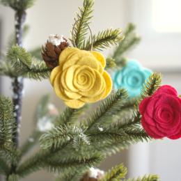 Adorable DIY Felt Flower Christmas Ornaments