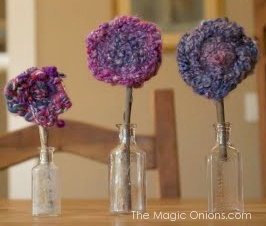 Finger Knitted Flowers :: Spring Crafts for Kids :: www.theMagicOnions.com